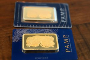 Gold remains higher after rise in U.S. jobless claims