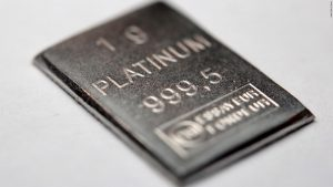 Cheap platinum back in vogue as Chinese buyers tap cash hoards